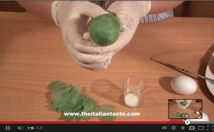 Rivestire le uova di polistirolo